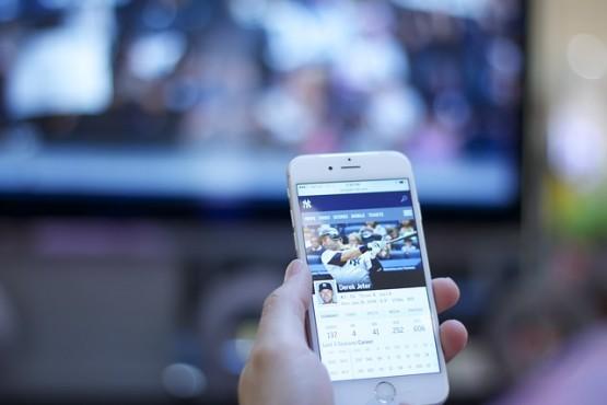 E se guardassero i tuoi profili social prima di assumerti?